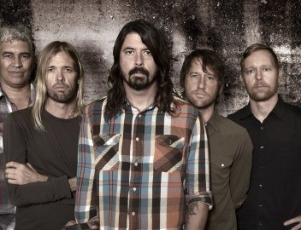 Foo Fighters Perform On 'Saturday Night Live'